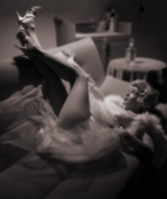 Мерлин Монро на диване