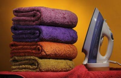 полотенца и утюг