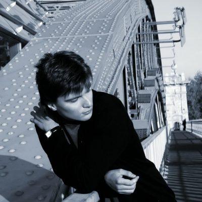 мужчина, парень на мосту