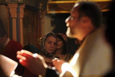 свещенниик на веньчании