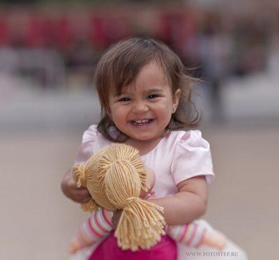 дети,съемки,детское фото,семейное фото,детское портфолио,детский портрет,мама,с ребенком,семья,фотография на память ,сфоткались,детское сэлфи,подарок,новогодний подарок,девочка с куклой