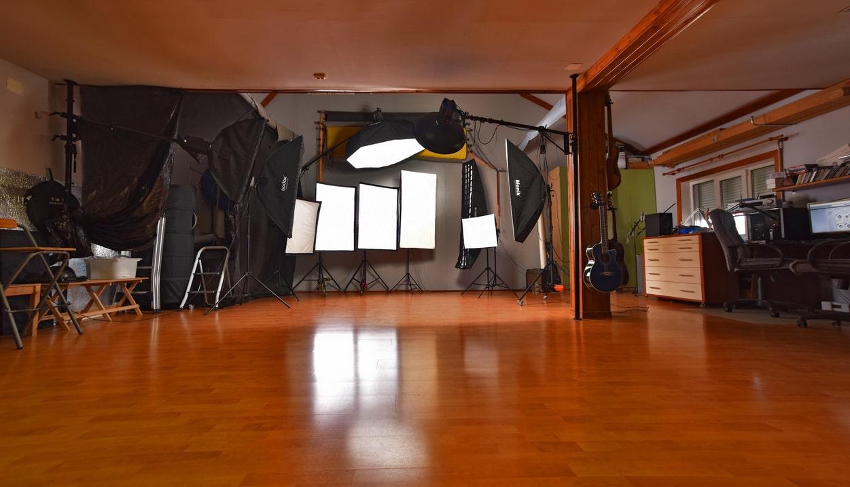 Профессиональные фотографии делаются в профессиональной студии